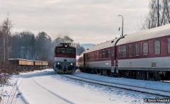 754 010 a na pravo 757 011 s vlakom R 949|Palo003|180zobrazení|18.01.2017