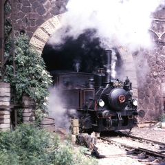 310 433 vykuka z tunela jar 1987-m.jpg