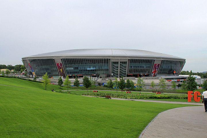 Neskoro popoludní sme sa opäť vrátili do mesta. Konečne som uvidel aj úplne novú stavbu futbalového štadióna pre EURO 2012 v Donetsku.