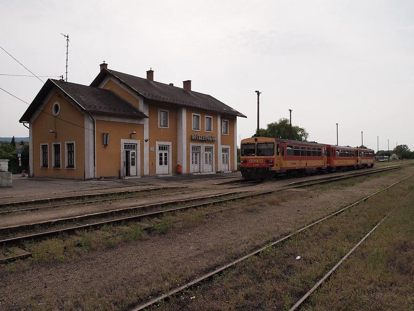 pózujúci osobný vlak č.32245