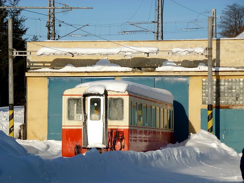 barikády a deka zo snehu urobili stop