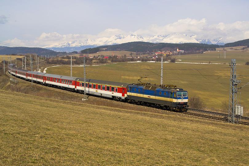 Veľkým prekvapením na R 601 Váh, bolo nasadenie 362.009. Zvyčajne tento rýchlik patrí rade 361.