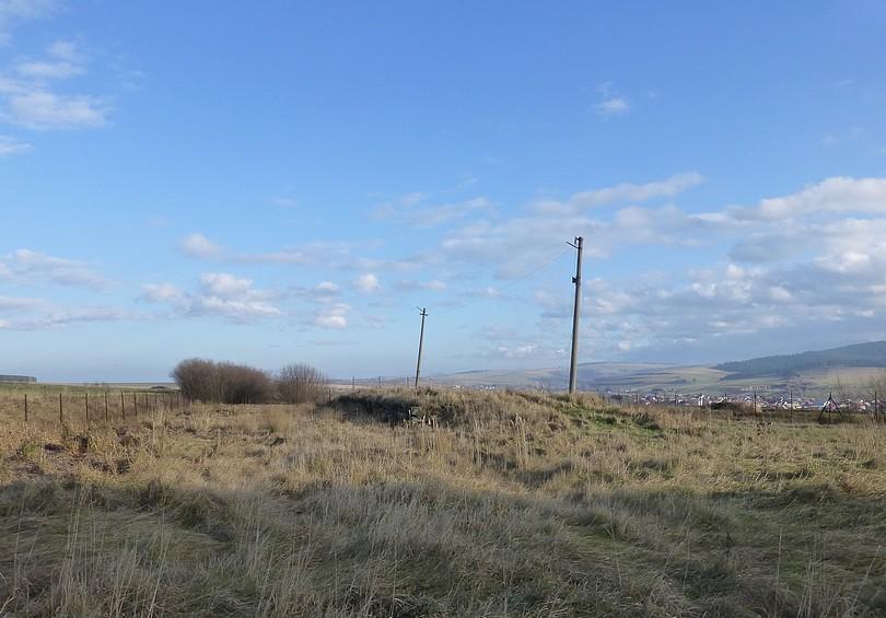 kamenné základy nakladacej rampy v smere na Suchú Horu