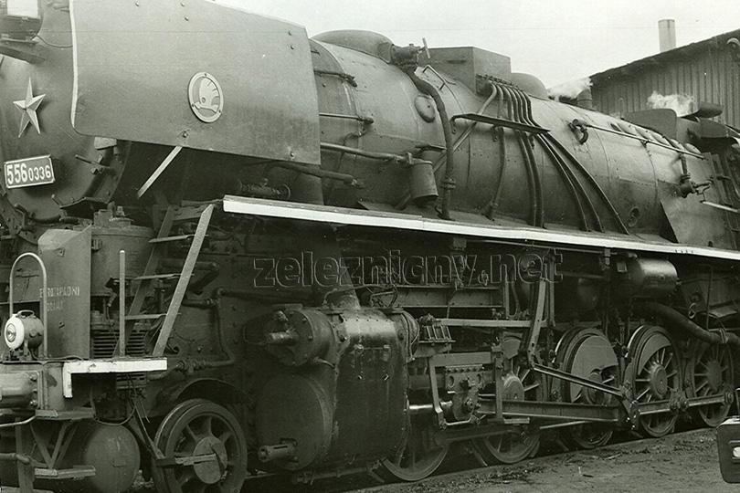 Pohled na rozvod lokomotivy 556.0336 – jedné ze čtyř lokomotiv, které byly dočasně vybaveny zařízením Riggenbachovy brzdy. Zde lokomotiva v Liberci dne 27. 8. 1978.