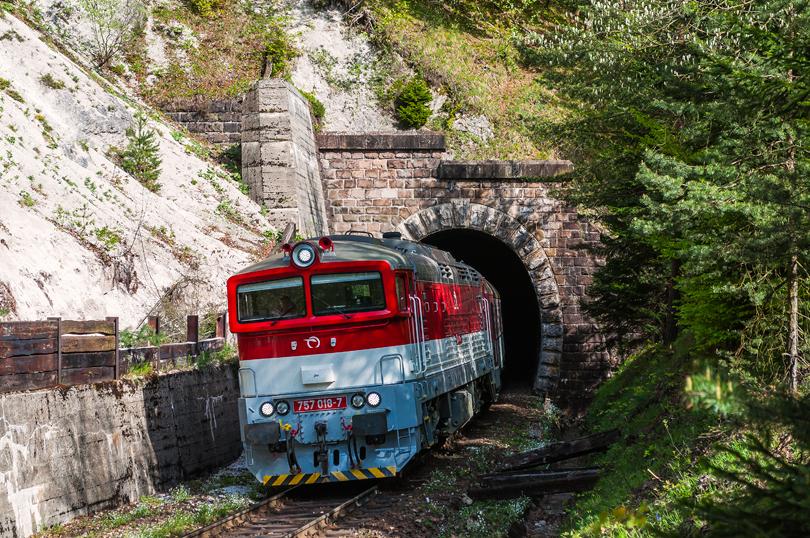 Potom sme sa s MiromSk997, presunuli k tunelu kde sme si chvílu počkali na Zr 1848, ktorý ťahala 757 018.