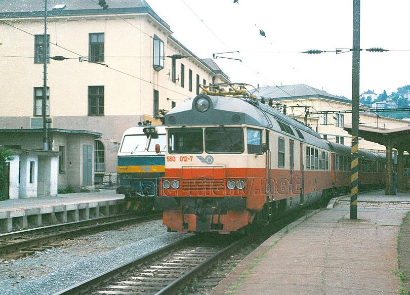 Na druhom nástupišti Os smer Trnava v podobe PTG jednotky 560.012-7
