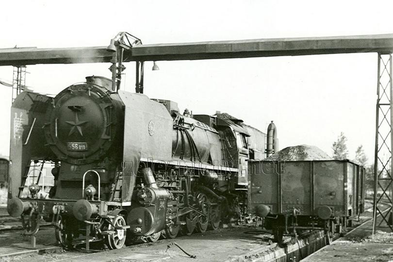 556.010 v lokomotivním depu Leopoldov dne 29. 6. 1977.