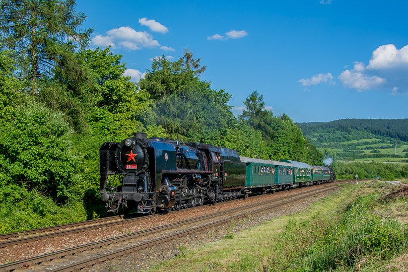 Pri ceste späť ťahal vlak Štoker a na konci bol rakúsky parný rušeň.