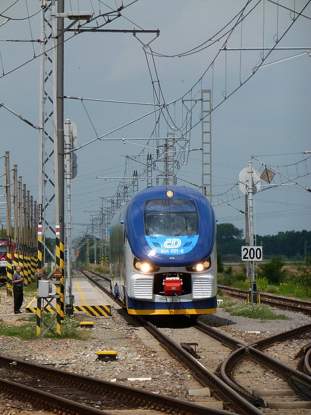 """RegioShark rýchlosťou 120 km/hod míňa počas prezentačnej jazdy rýchlostnik """"200"""""""