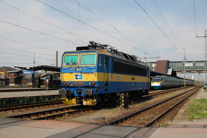 363.026 ČD Cargo a SC Pendolíno 682.003