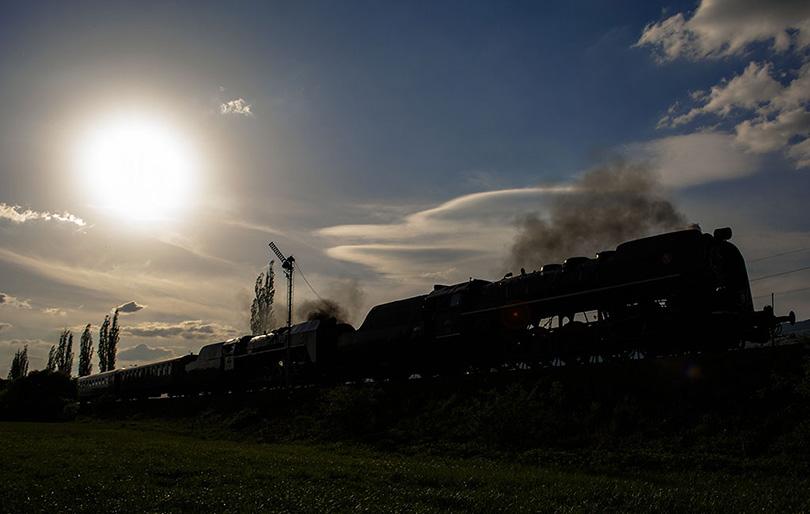 Fotením oproti slnku vznikla skoro čiernobiela fotka s historickým nádychom mechanickej návesti.(Foto:Duko)