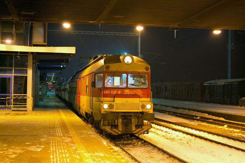 Počas chladného večera v stanici Poprad-Tatry. 18.2.2013 (Ivan)