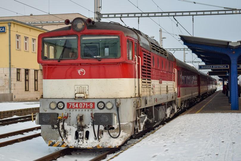 Zatiaľ kým sa Gorila prestavovala som odfotil odstavenú súpravu vlaku zo Žiliny.