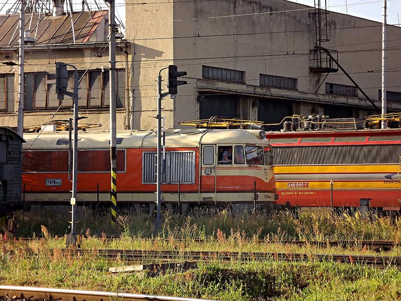 Pomaranč odchádza z depa na osobnú stanicu Zvolen.(Foto:Palo003)