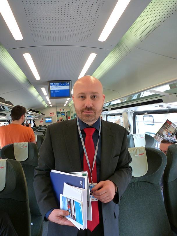 tlačový hovorca Českých dráh, Mgr. Petr Šťáhlavský si napriek pracovnému vyťaženiu našiel čas na fotku