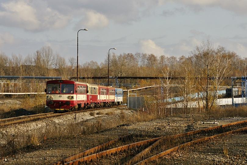 spiatočná jazda. vlak opúšťa územie Dolu ČSA