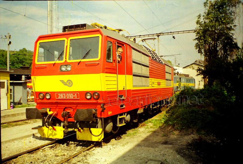 """august 1994 – domovské depo Bratislava hlavné, z čistučkej """"desiatky"""" sa pozerá dnes už nebohý Paľko Jureník, foto Radek Ivanič"""