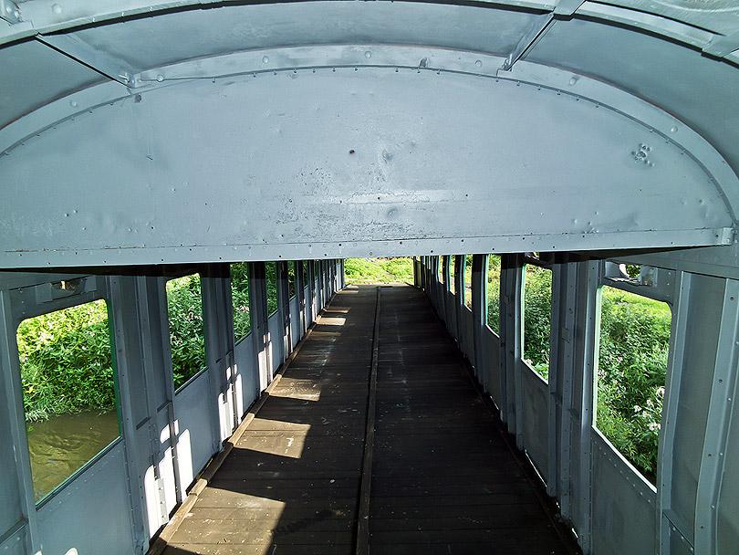 Vnútro vagóna z iného pohľadu.