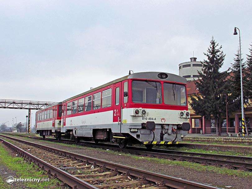 Zadná časť motorového osobného vlaku do Michalian.