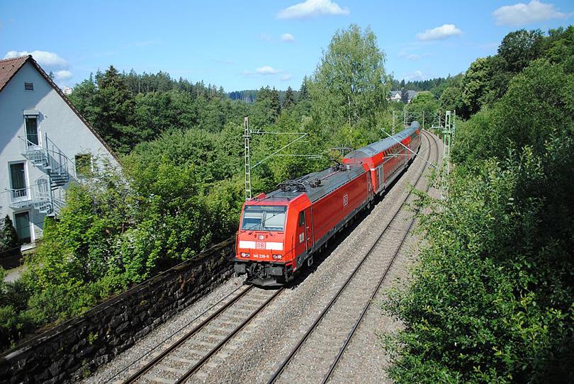 Inter Regio Express 5309 s 146.239 v kúpeľoch 09.7.2011