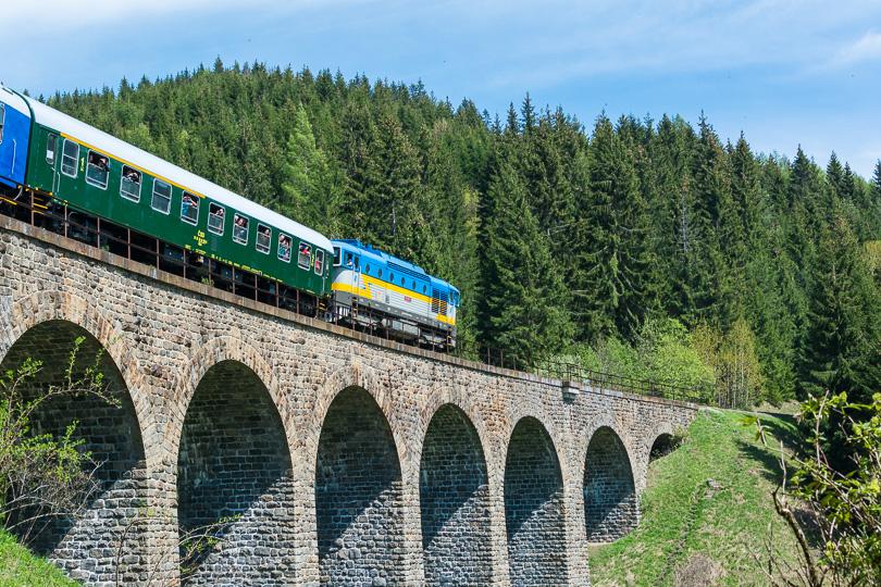 Na konci vlaku bol rušeň 750 183 Dášenka.(foto:AladaR)