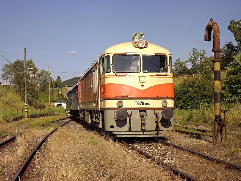 Cé-nulka prichádza s vlakom na stanicu Medzibrod, kde 5 min. postojí.(Foto:Palo003)