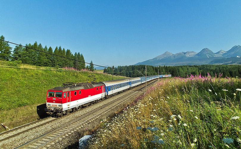 Excelsior dnes modro-červenej kombinácii. Tatry pekne odhalené.(Foto:DjMiscin)