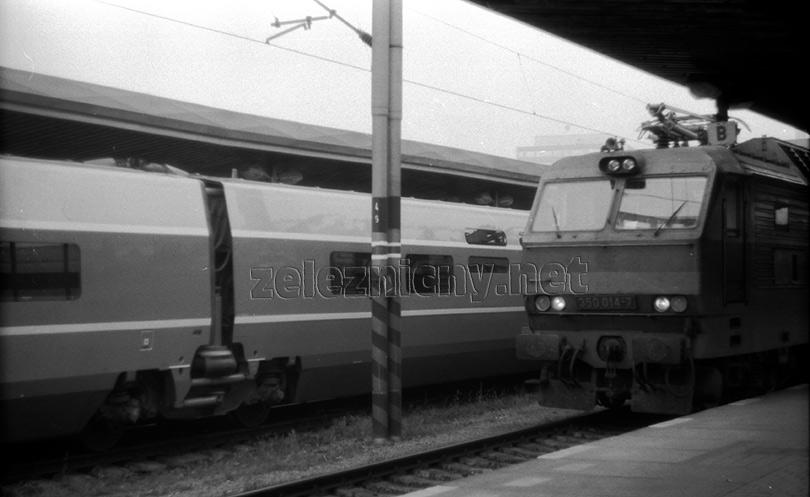 Stretnutie 350.014 s TGV č.325 Atlantique.