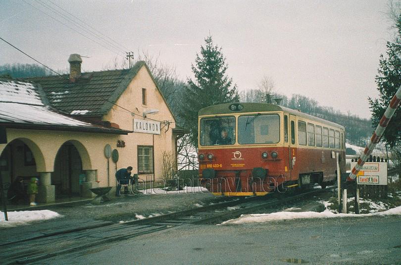 posledné romantické chvíle pri spúšťaní závor na zastávke Kalonda (2003)
