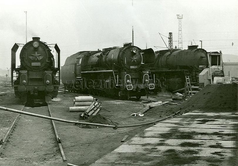 U točny v lokomotivním depu Plzeň se dne 31. 5. 1973 sešly hned tři štokry: 021, 0210 a 0194.