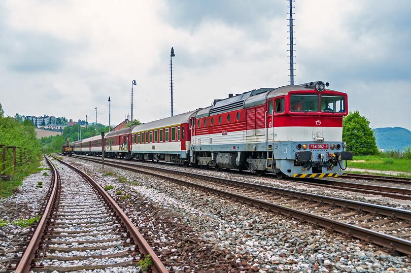 Druhy deň výluky sa v Kostiviarskej ukázala 754 052 na vlako, 1847,1844 a potom cez Kostiviarsku prechodila s vlakom Zr 1851..5.5.2015..