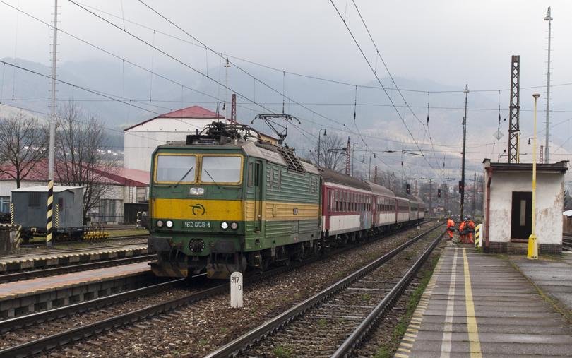 Osobný vlak do Liptovského Hrádku so 162 006.(Foto:fotohunter)