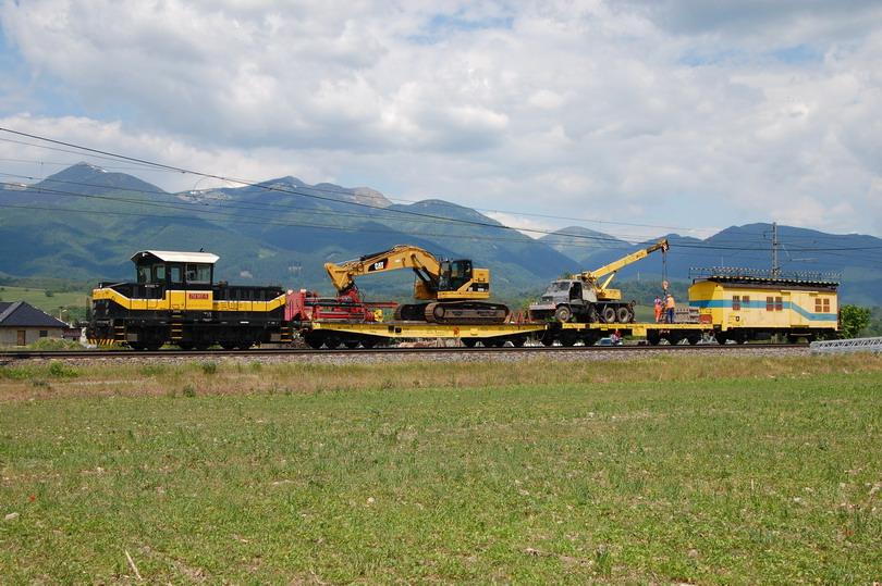 Pracovný vlak s boku