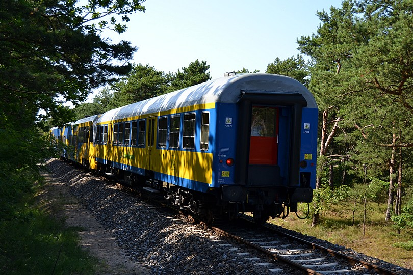 rovnaký vlak, zachytený zozadu s lepším pohľadom na cyklovozeň, 17.7.2014