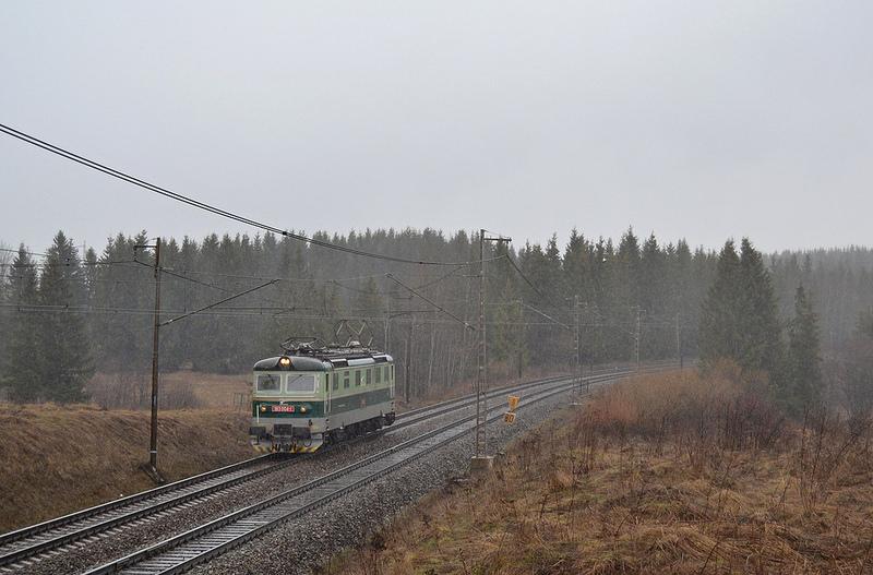Po prechode R601 sa vracia aj postrk naspäť do Spišskej. Všimnite si tu zmenu počasia teraz a predchádzajúca fotka.(Foto:PeterB)