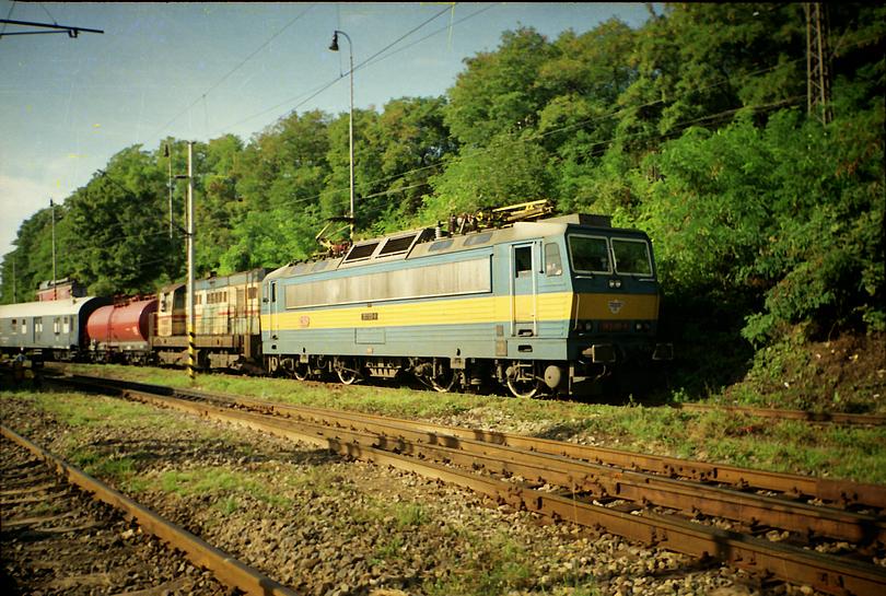 přerovské eso 363.015 počas prevádzkovej prestávky pri vstupe do depa, odstavené čaká na svoj rýchlik R 631 z Bratislavy do Bohumína