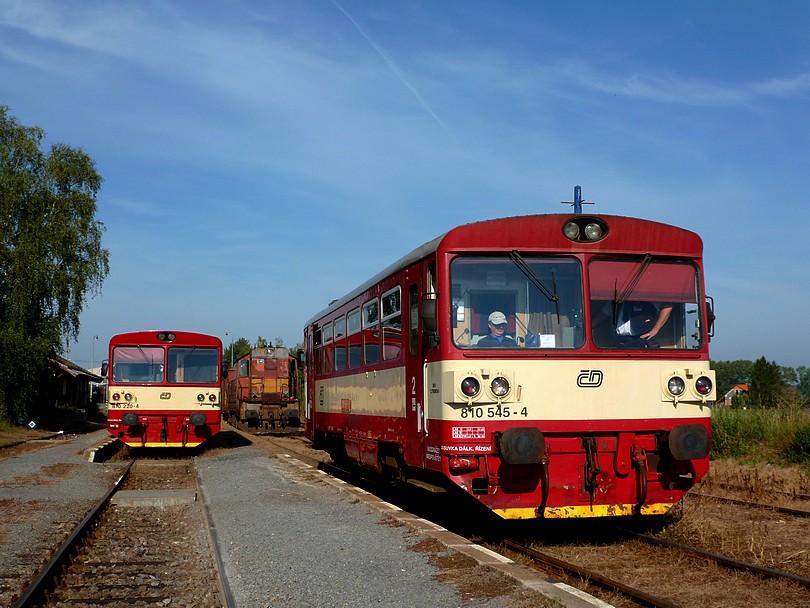 v Městci Králové sa stretli dva motoráky 810.220+810.545 a bangláda radu 742 na manipuláku