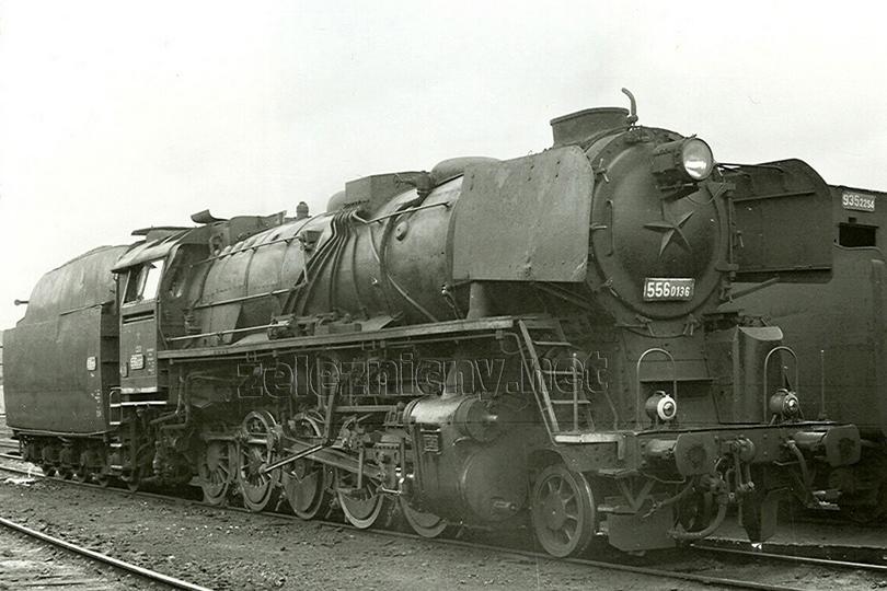 Lokomotiva 556.0136 v libereckém lokomotivním depu dne 27. 8. 1978.