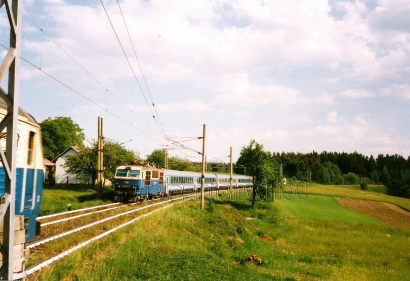350.019-6 Nová Ves 16.5.2000 EC 170