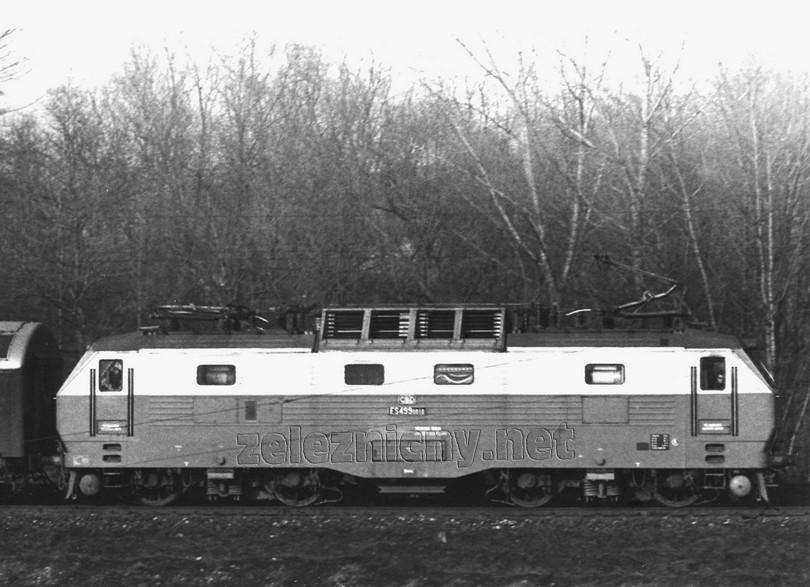 bočný záber gorily ES 499.0010 vykonaný dňa 18.3.1977 v Církviciach