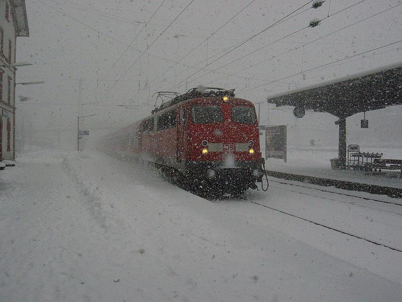 Regionálne Express 4709 na 30/01/2003 v Villingen sa lokomotíva 110.1040