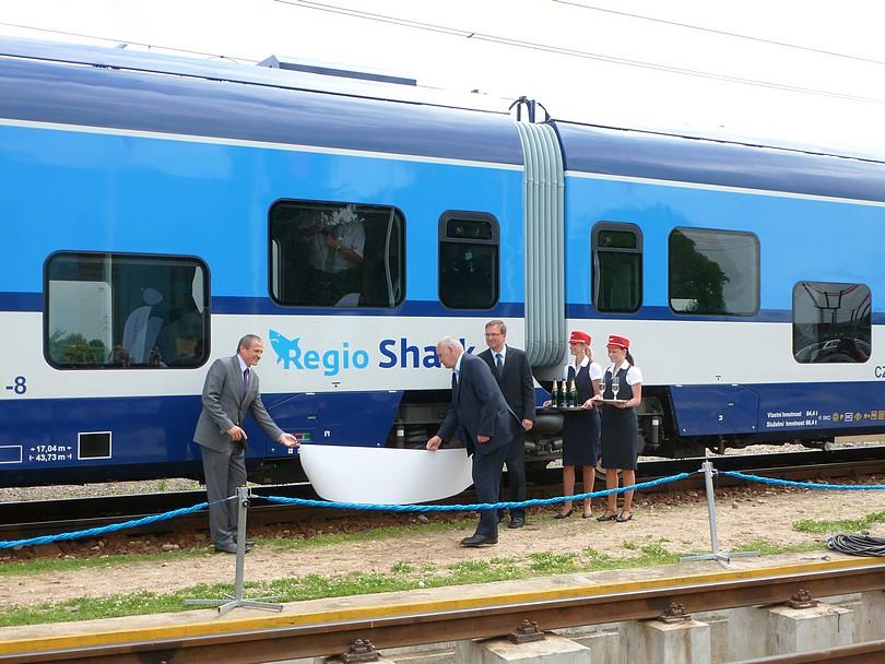 odhalenie firemného názvu motorovej jednotky RegioShark