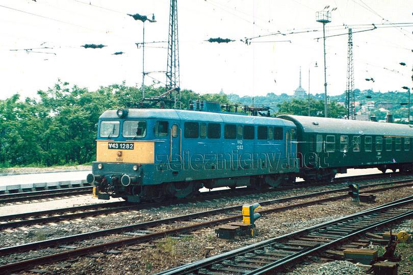 a maďarská mašinka V43 1282