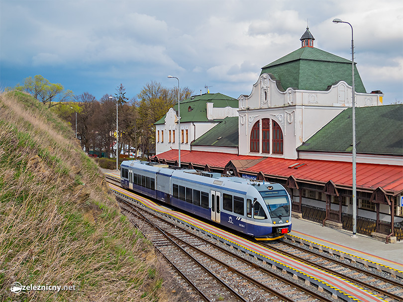 Kežmarok s detailom úžasne krásnej historickej staničnej budovy.