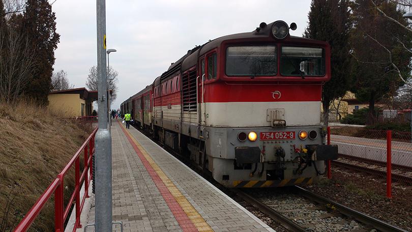 754.052 s OS 7521 na zastávke Turčianske Teplice, ktorá sa na vlakoch vo vozbe TS 830 vyskytuje len málo.