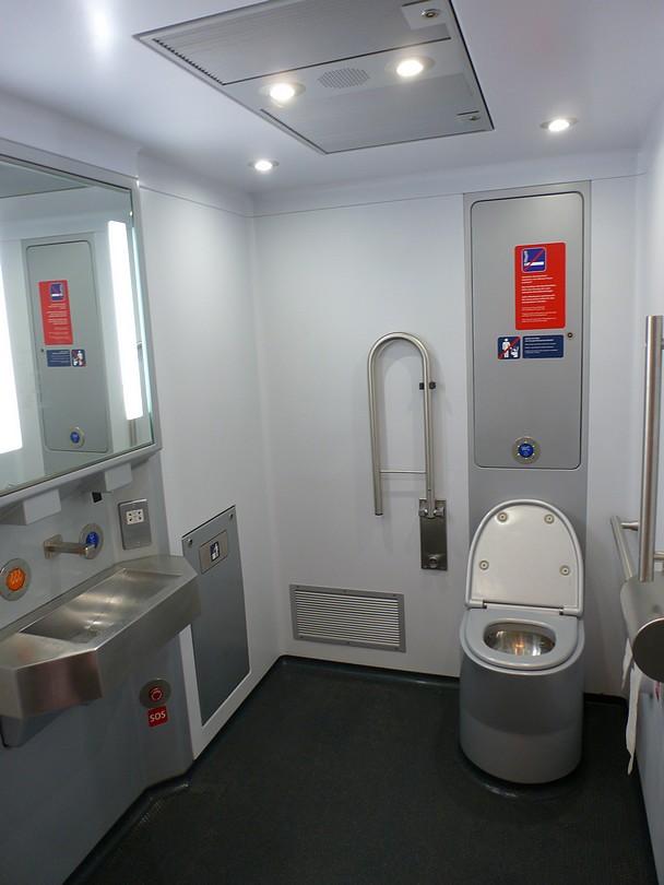 priestorné WC pre invalidov