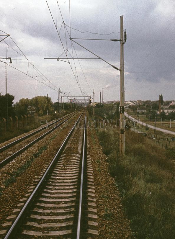Nové vchodové návestidlá do stanice Devínska Nová Ves v roku 1982.