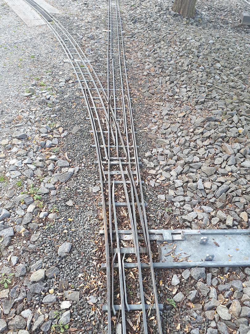 Viacrozchodná výhybka záhradnej železnice