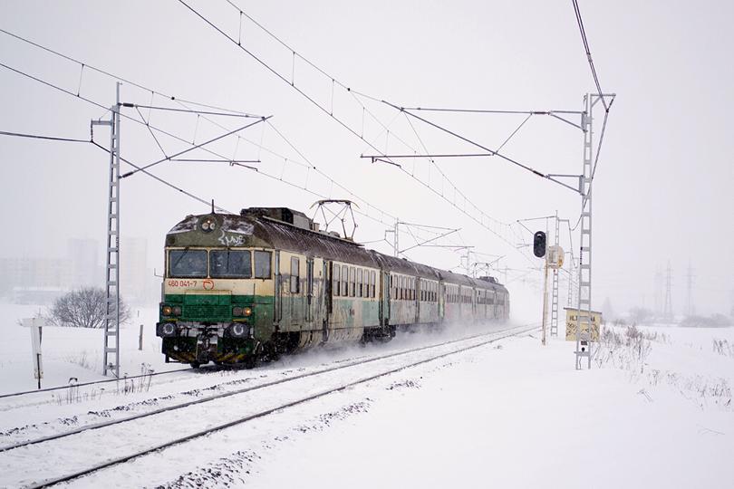 460.041+042 počas snehovej búrky ako Os 7813 odišla z Popradu. 10.2.2013 (Ivan)