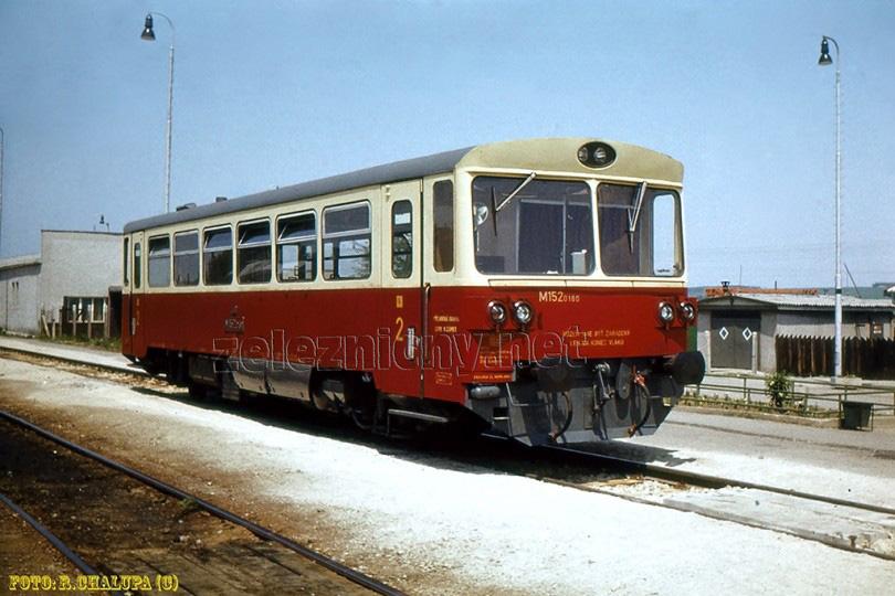 M152.0160 v žst Zbehy v roku 1978. Takto dlhé roky čakávala na prípojové vlaky z Nitry a Leopoldova.